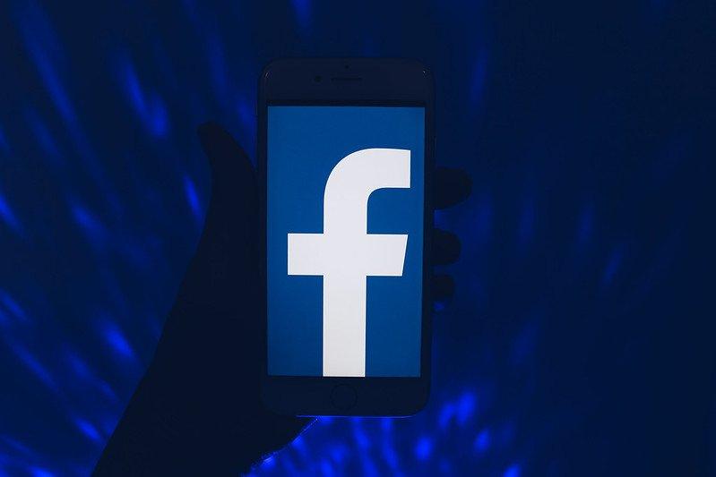 Facebook já testando o modo escuro para celular
