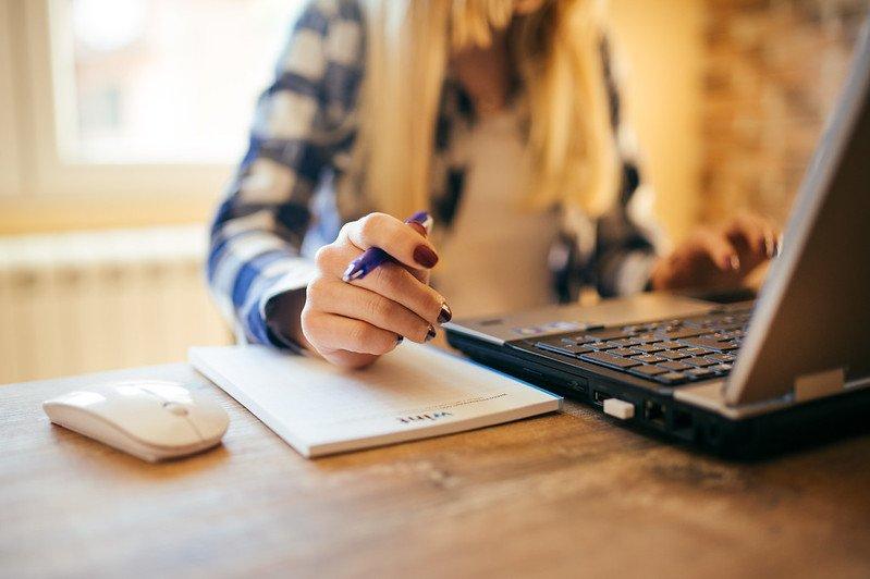 Estudo indica que 80% dos negócios nos EUA seguirão com teletrabalho