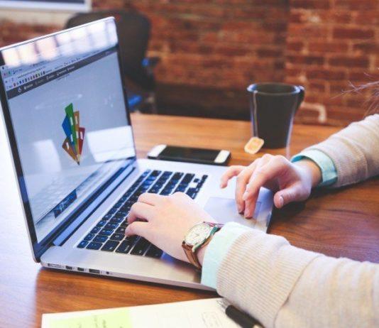 Google libera seus colaboradores para trabalhar em casa até metade de 2021